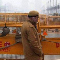 दिल्ली पुलिस पर अपराधी के कपड़े उतारकर परेड निकालने का आरोप