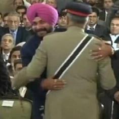 नवजोत सिंह सिद्धू पाकिस्तानी सेना प्रमुख के गले लगे, भाजपा ने कहा - कांग्रेस माफी मांगे