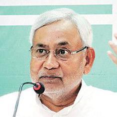 तीर चुनाव निशान वाले नीतीश कुमार एक साथ दो निशाने साध रहे हैं या अंधेरे में तीर चला रहे हैं?