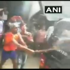 Watch: 'Kanwariyas' attack a police car in UP. But senior police officer showers rose petals