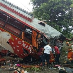 17 killed, 35 injured on Mumbai-Pune Expressway after bus rams into two cars
