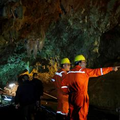 Thailand: Divers move further into dark, flooded caves to rescue 12 boys missing for eight days