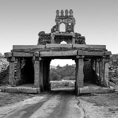 A photo project draws parallels between the ruins of Hampi and a modern planned township