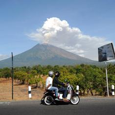 Indonesia: Bali airport resumes operations day after volcano Mount Agung erupts