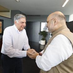'किसान आंदोलन के बीच अमित शाह मुंबई के एक गरीब किसान से मिलते हुए!'