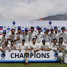 बीसीसीआई में अधिकारों की लड़ाई के चक्कर में भारतीय क्रिकेटरों की मैच फीस ही अटक गई है