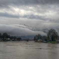 Sleepless night in Kashmir: Heavy rain brings back anxious memories of 2014 flood
