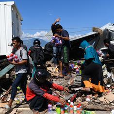 Indonesia tsunami: Jakarta ready to receive international help, volunteers dig mass graves