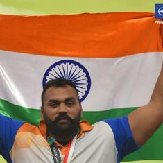 बेटे का स्वर्ण पदक देखने से पहले ही तजिंदरपाल सिंह तूर के पिता ने आंखें मूंदी
