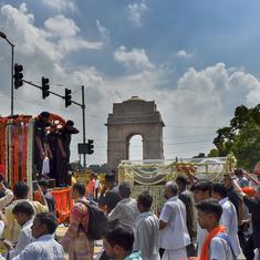 Delhi: Lakhs gather as Atal Bihari Vajpayee's body is being taken to Smriti Sthal