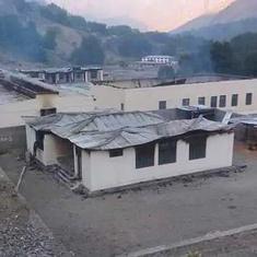 पाकिस्तान : एक ही रात में लड़कियों के 12 स्कूलों को आग के हवाले कर दिया गया