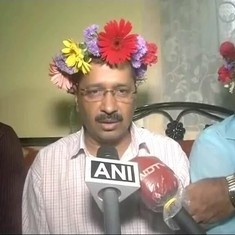 Arvind Kejriwal put flowers in his hair in Goa and everyone's now making a Snapchat joke