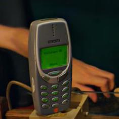 Watch: An old Nokia phone and a smartphone were both charged with a million volts. One survived