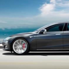 Tesla Motors faces investigation after fatal crash in driverless car killed 40-year-old in Florida