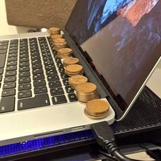 चंद सिक्के जो आपको 'लैपटॉप ओवरहीटिंग' की समस्या से निजात दिला सकते हैं