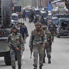 जम्मू-कश्मीर : कुलगाम में पांच आतंकियाें ने हथियार डाले