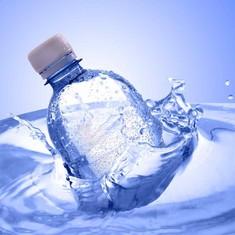 महाराष्ट्र सरकार ने सरकारी कार्यालयों, स्कूलों और कॉलेजों में प्लास्टिक की बोतल पर पाबंदी लगाई