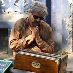 Watch Sonu Nigam unleash his inner busker in 'The Roadside Ustaad'
