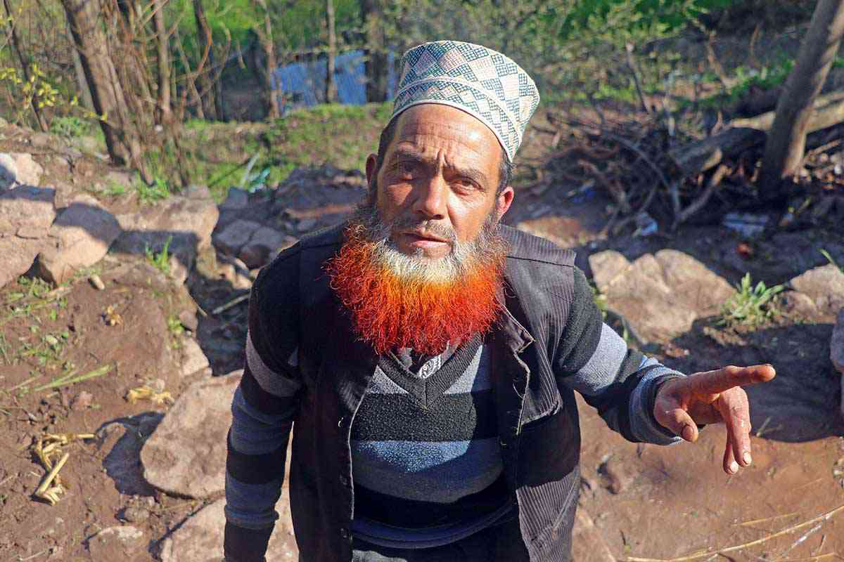 Mohammad Aslam, father of Mohammad Yunis whose wife and two kids were killed by the shell. Photo credit: Safwat Zargar