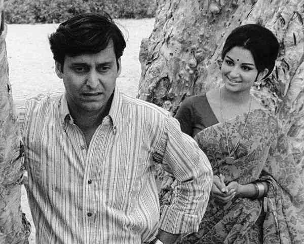Soumitra Chatterjee and Sharmila Tagore in Aranyer Din Ratri (1969). Courtesy Priya Pictures.