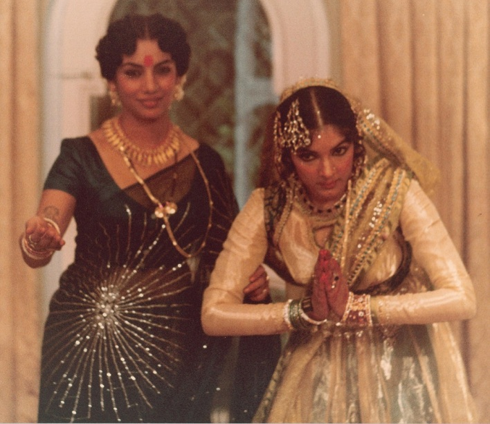 Shabana Azmi and Neena Gupta in 'Mandi'.