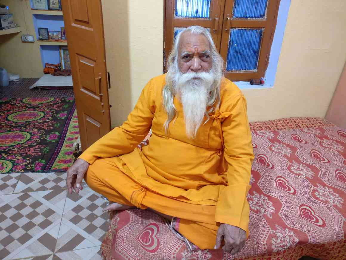 Satyendra Das, the head priest of the makeshift Ram Janmabhoomi temple in Ayodhya, at his home. Das feels that the BJP is misleading Ram devotees with respect to the Ram Janmabhoomi temple in order to win votes. (Photo credit: Shoaib Daniyal).