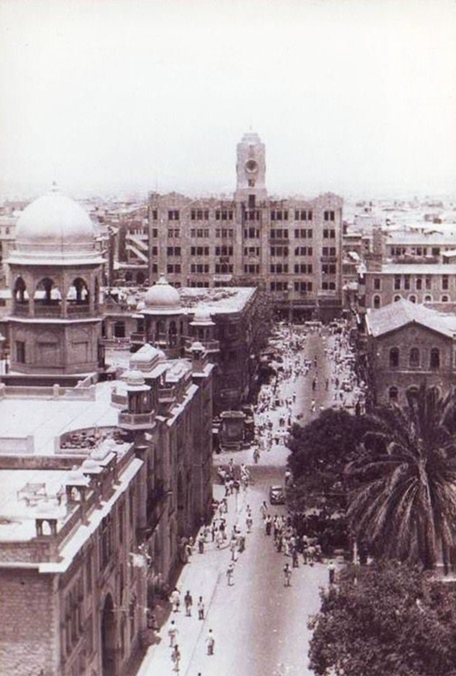 A 1951 photograph of a busy commercial area of Karachi.
