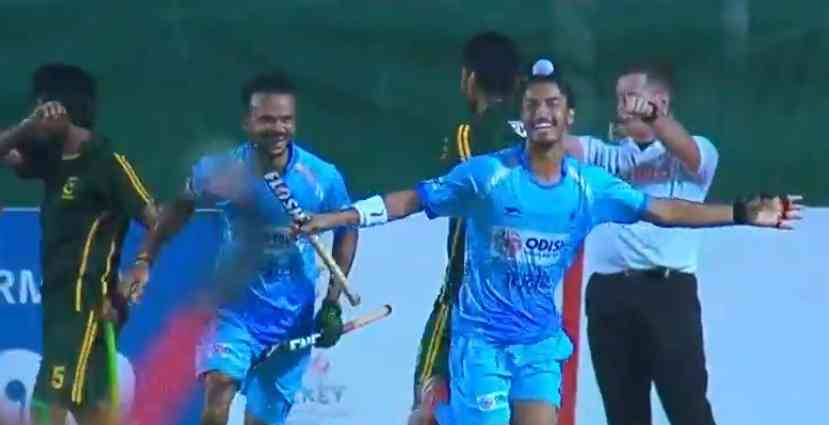 Dilpreet Singh celebrates India's third goal