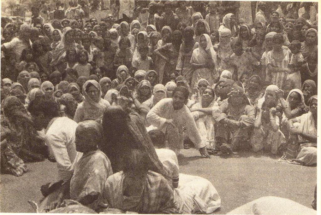 A performance of 'Om Swaha' in 1980-'81, featuring Subhadra Butalia, Ayesha Heble, Sharda Behn, Rama, among other actors. Photo credit: Sheba Chachhi.
