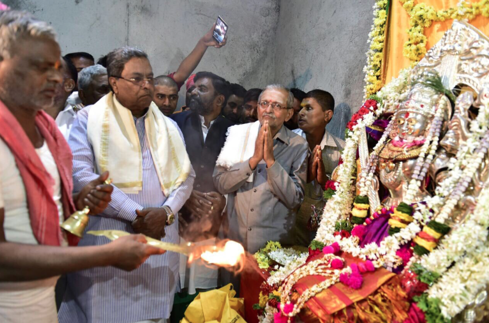 Karnataka Chief Minister Siddaramaiah visits a temple in the run-up to elections. (Credit: @siddaramaiah / Twitter)