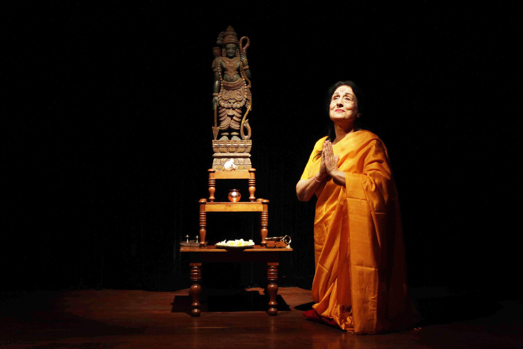 Jalabala Vaidya in 'The Ramayana' (Photograph: Courtesy Aksharatheatre.com).