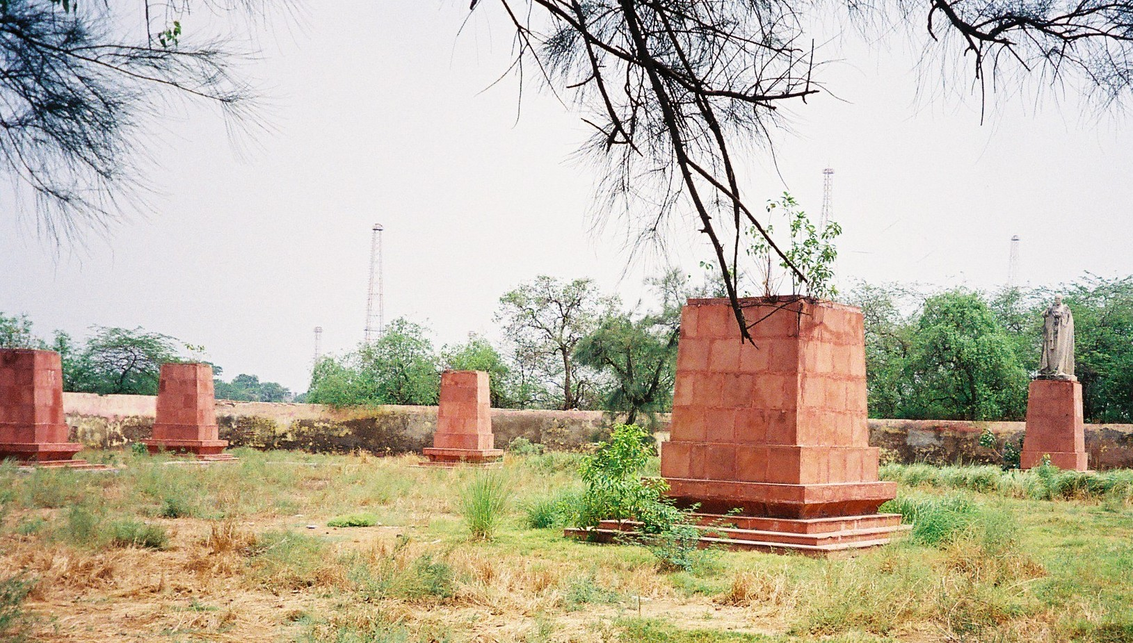 Empty plinths without their statues at the Coronation Grounds. (Credit: Nvvchar / Wikimedia Commons CC BY 3.0)