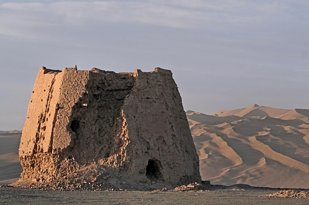The ruins of a Chinese watchtower along the Silk Route. Photo credit: Wikimedia Commons [Licensed under Creative Commons by 2.0]
