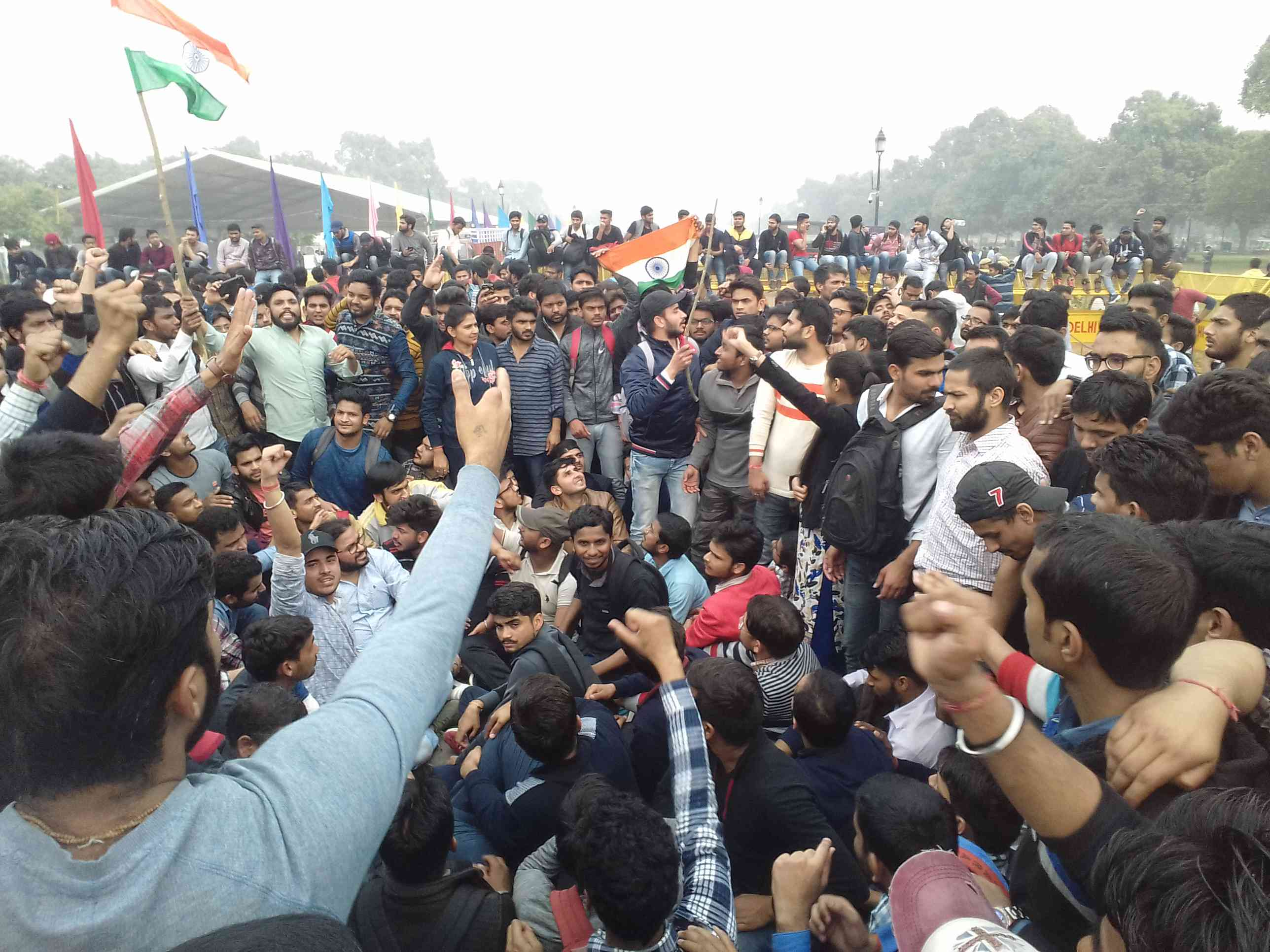 Hundreds of people gathered at India Gate in Delhi to protest against the terror attack in Pulwama. (Picture credit: Abhishek Dey)