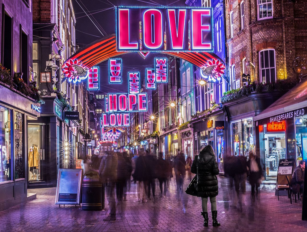 Christmas lights at Carnaby Street (Source: Roger Green on Wikimedia Commons)