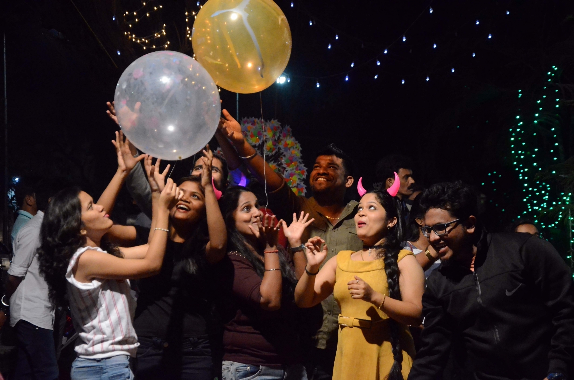 Youngsters celebrate on New Year's Eve on Sunday night in Mumbai. (Image Credit: IANS)