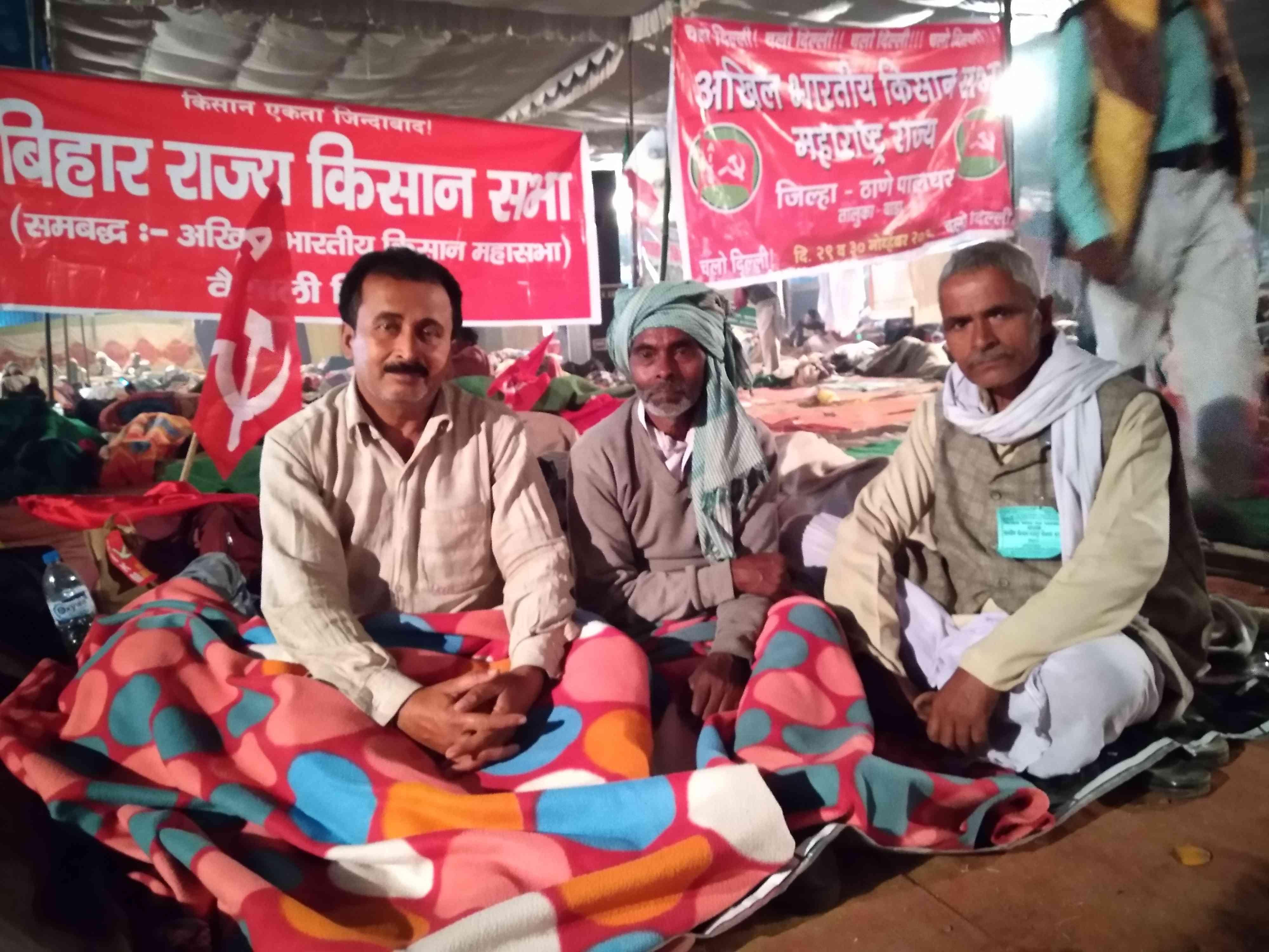 विश्वनाथ राय विप्लवी के साथ वैशाली के अन्य किसान