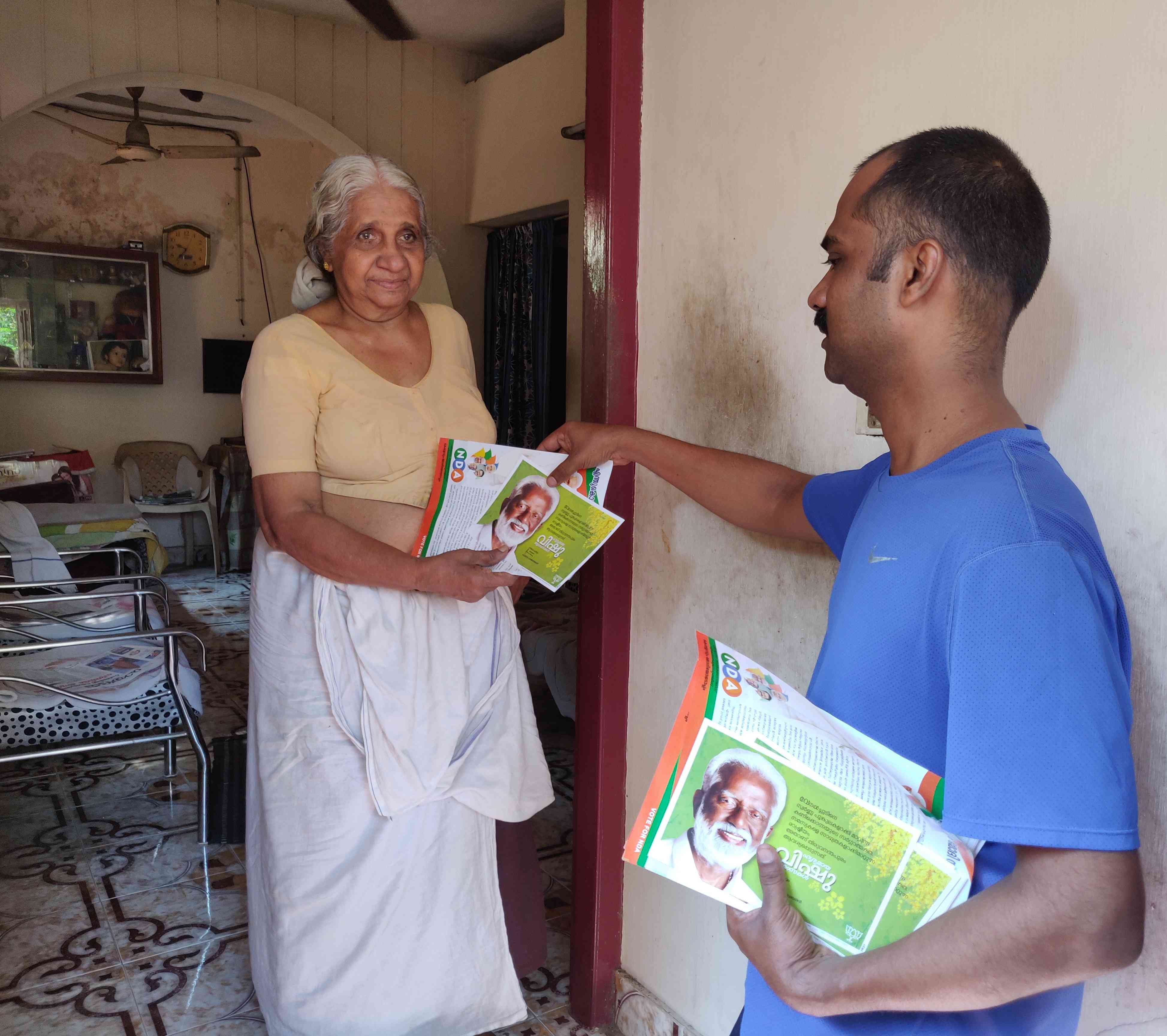 Page pramukh Sudheer meets a voter in Thiruvananthapuram. (Photo credit: TA Ameerudheen).
