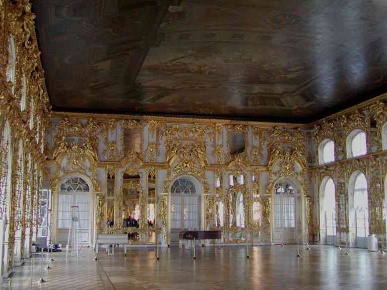 The Catherine Palace ballroom. Photo Credit: User:Stan Shebs/Wikimedia Commons [Licensed under CC BY 3.0]
