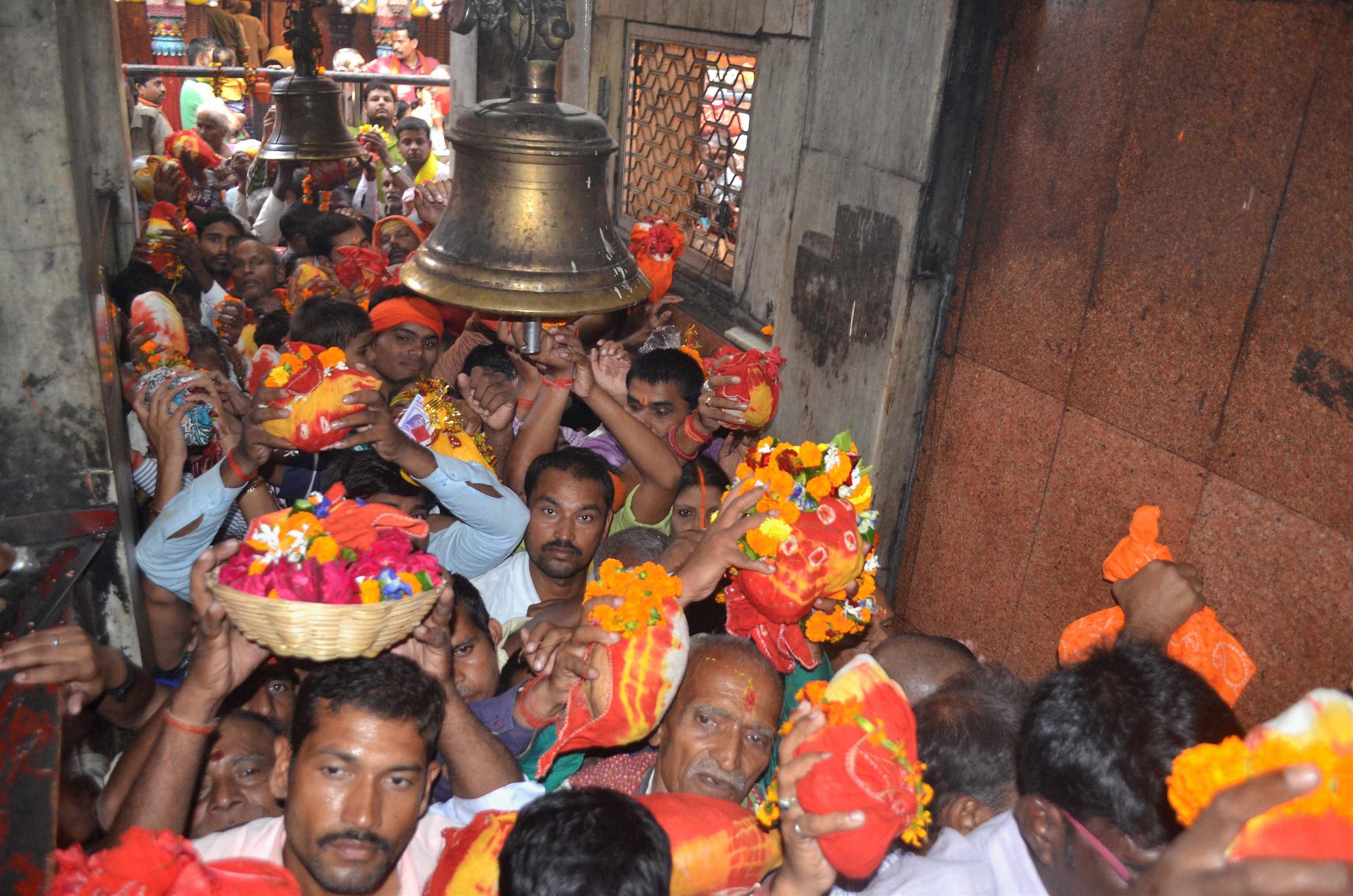 Devotees wait in a queue at the Vindhyavasini temple in Mirzapur, Uttar Pradesh, on Kartik Purnima. (Credit: PTI)