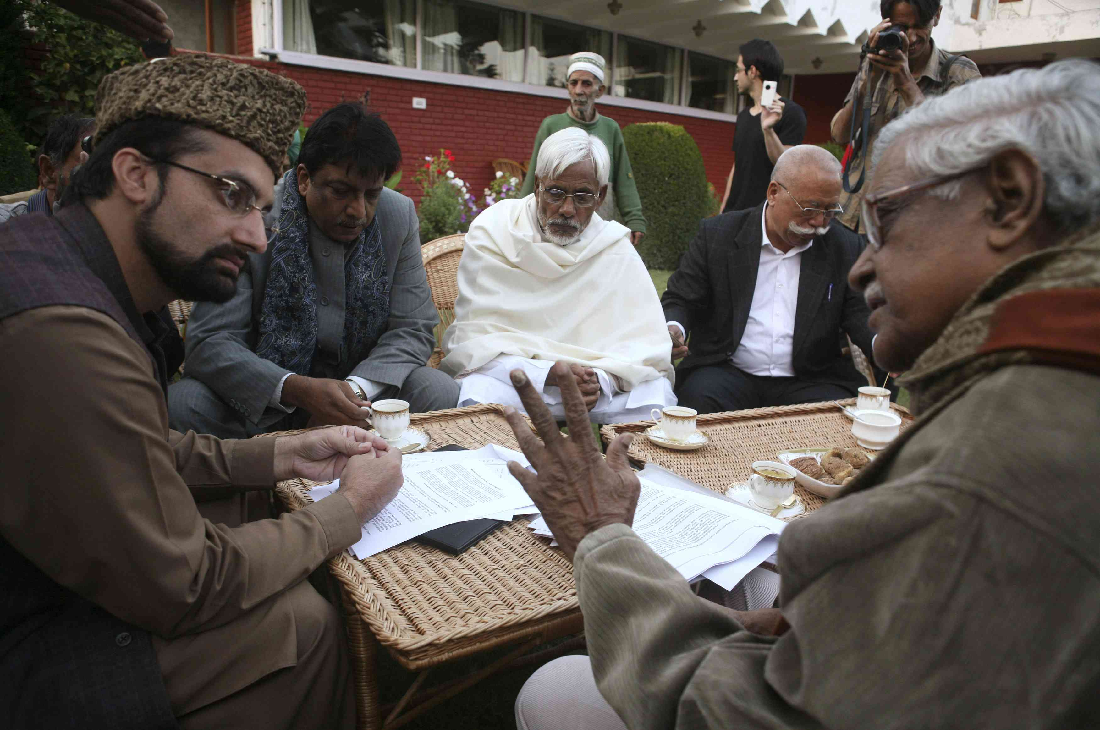 Mirwaiz Omar Farooq meets a delegation of Indian politicians led by the communist leader Gurudas Dasgupta, right. Photo credit: Reuters