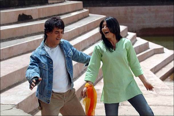 Aamir Khan and Soha Ali Khan in Rang De Basanti. Courtesy UTV.