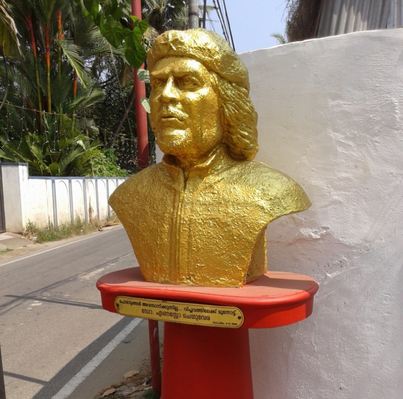 A Che Guevara statue at Chakkaraparambu, Kochi installed by Che Guevara Boys. (Photo credit: Jos PX).