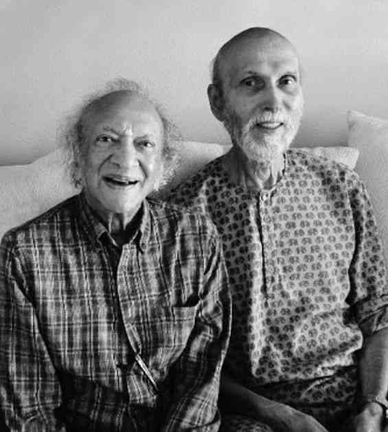 Pandit Ravi Shankar (left) with Harihar Rao. Image courtesy: Paula Rao/The Music Circle.