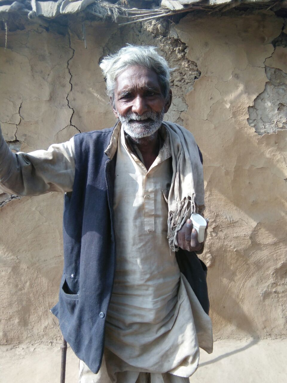 Sarwan Valmiki has no money and is surviving on what he receives from neighbours. Photo: Dhirendra K Jha