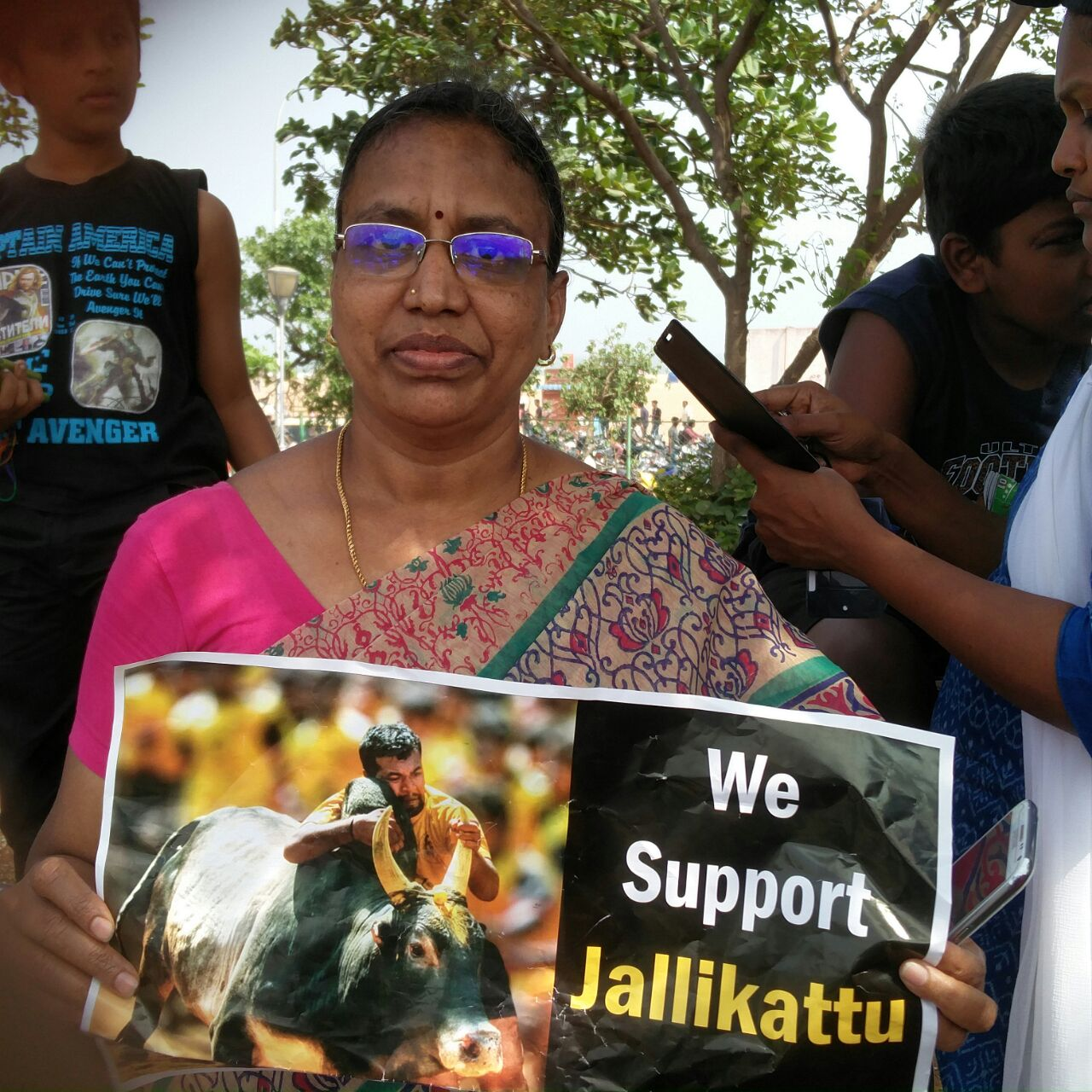 R Shanti holds up a sign in support of jallikattu.
