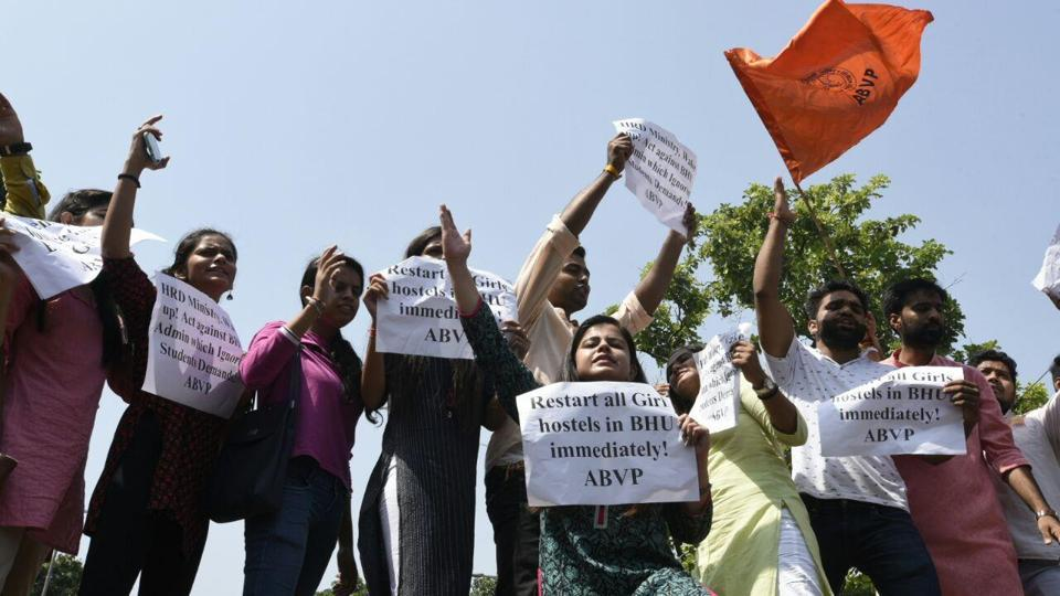 Students of ABVP protest against violence at BHU on Monday. Photo credit: Sonu Mehta/HT Photo.