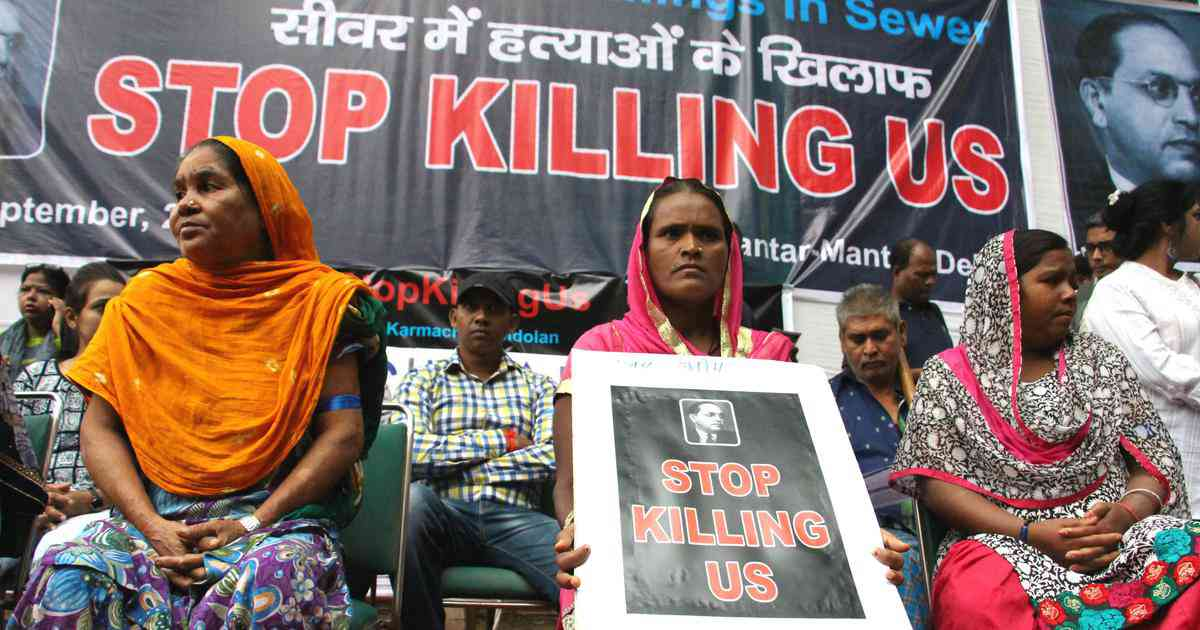 Family members of the dead workers at the protest. Photo credit: Aabid Shafi