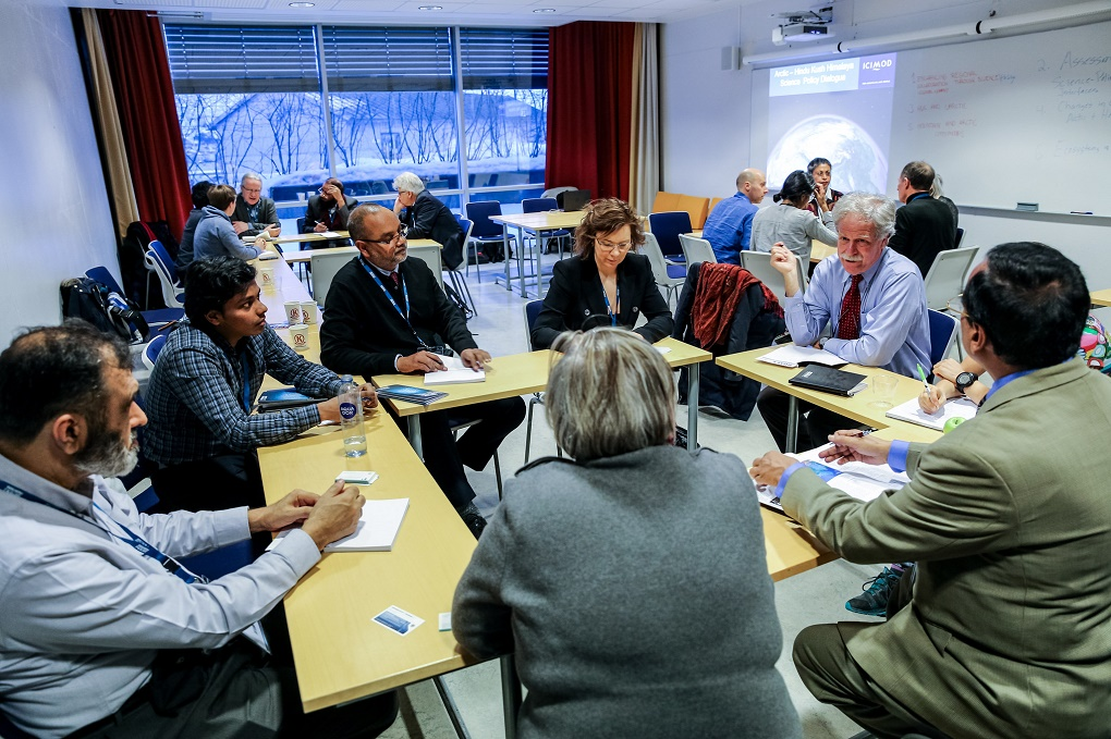 Gøril Johansen, the Norwegian Ministry of Foreign Affairs envoy to Arctic Frontiers (centre, with David Molden to her right) as table host on a session on enhancing regional collaboration through science: lessons from the Arctic and the Hindu Kush Himalayan region [image: Alberto Grohovaz / Arctic Frontiers 2017]