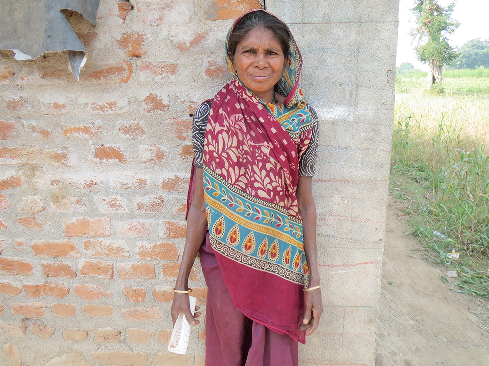Jayniben Tadvi, a daily wage laborer, has been wrongly categorised as Above the Poverty Line. The biometrics-based ration system cannot correct such exclusion errors. Image credit: Anumeha Yadav